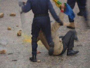 Algérie, la Kabylie te parle   dans Actualité Kabylie-repression-Alger-3-300x225